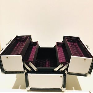 Caboodles Make up train case 4 tray black & white